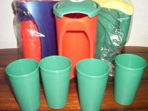 Jarra Plástica Incluye 4 Vasos Varios Colores