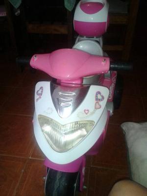 Moto De Niña Electrica En Perfecto Estado