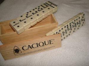 Juego De Domino En Caja De Madera