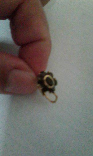 1 Zarcillo De Oro Con Piedra De Granate