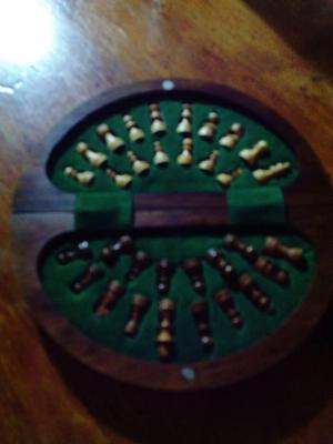 ajedrez de madera tallada