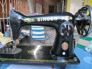 Máquina De Coser Marca Singer Negrita
