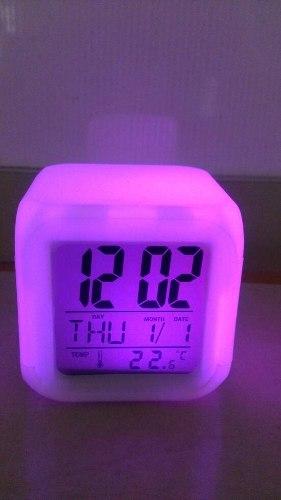 Reloj Despertador Cubo 7 Colores