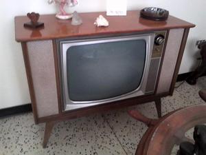 Se vende Mueble Tv Antiguo Admiral para los amantes de