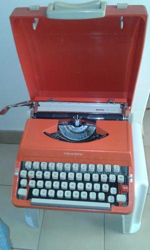 Maquina De Escribir Manual, Marca Triumph En Su Estuche.
