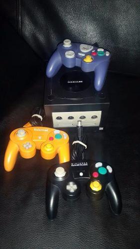 Gamecube, 2 Controles, Usado.