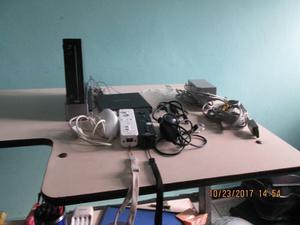 Wii Con Dos Controles Estuche Juegos Y Accesorios