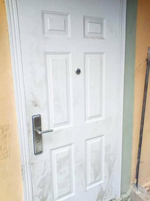 se vende puerta principal multilop