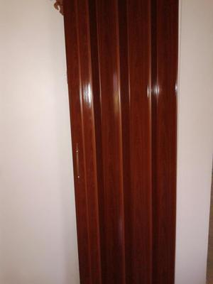 Puerta plegable pvc posot class for Paneles de pvc para banos