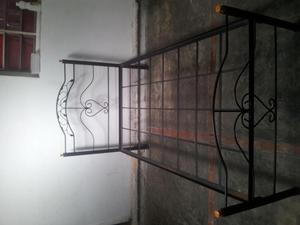 Perchero de pared en hierro forjado posot class for Cama hierro