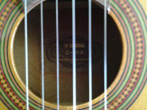 vendo mi hermosa guitarra clasica YAMAHA