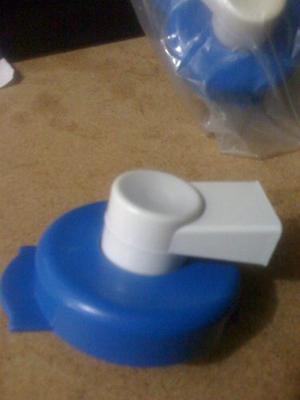 Tapa Con Grifo Incorporado Para Su Botellon