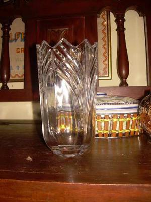 Florero De Cristal De Bohemia Tallado De Gran Diseño En Per