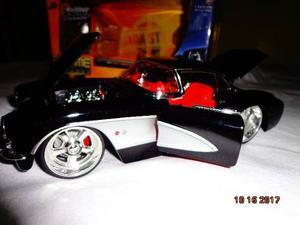 Carro A Escala 1:24 (metal) Chevy Corvette