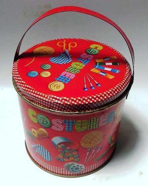 Coleccionable Caja De Lata Roja Costurero Objetos Costura