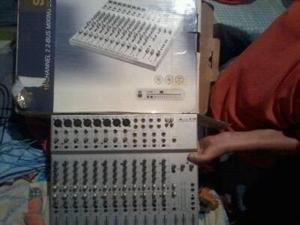 Consola Para Minitecas De 8 Salidas Para Radios Y Microfono