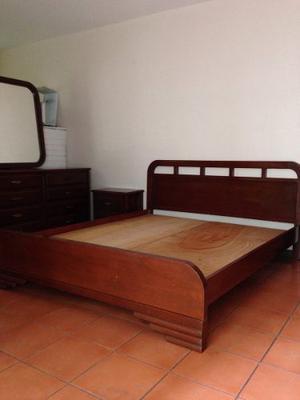 Juego de dormitorio matrimonial de madera posot class for Juego de dormitorio queen