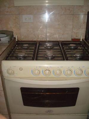 Cocina 6 Hornillas, Con Tapa De Vidrio, Muy Bien Cuidada.