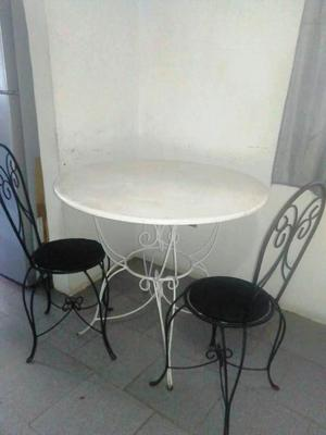 Mesa de hierro forjado con DOS sillas