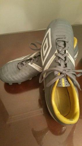 Zapatos deportivos tacos futbol umbro | Posot Class