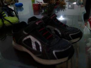 Zapatos Y Ropa De Niño Usada