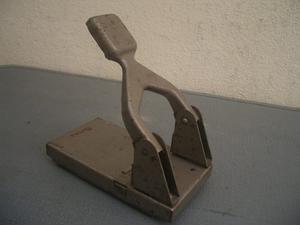 Antiguo Abre Huecos. Perforadora De Papel Marca Bates Usa