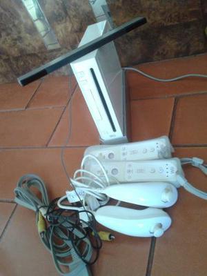 Nintendo Wii, Alfombra, 2 Controles, 5 Juegos Originales.