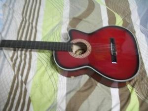 Guitarra acústica sin detalles Bella