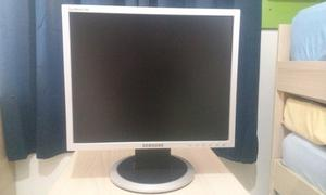 Monitor Lcd Samsung De 17 Pulgadas. Color Negro/ Plata.