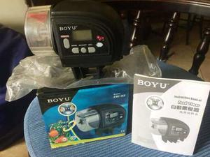 Dispensador De Alimento Digital Para Peces Marca Boyu