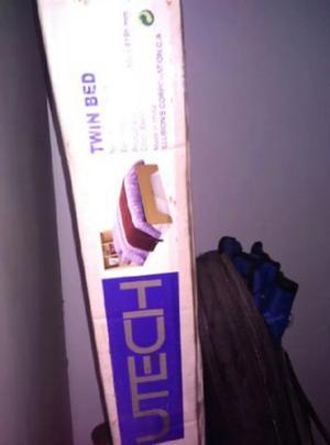 Cama Individual Utech Con Mesa De Noche