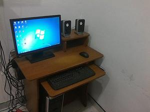 Mesa para computadora con silla giratoria posot class for Mesa para computadora