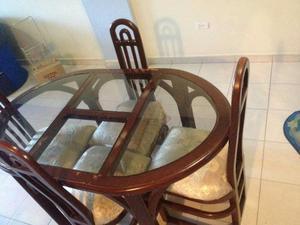 Mesa de comedor en madera con 4 sillas posot class for Comedor redondo de madera 4 sillas