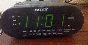 Radio Reloj Despertador Sony.