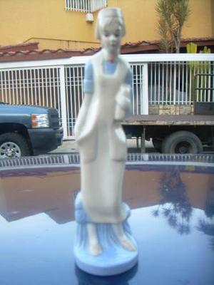 Figura De Porcelana Antigua La Enfermera En Buen Estado