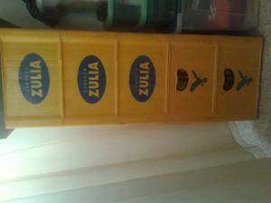 Cajas De Cervezas Con Sus Botellas Completas Vacía