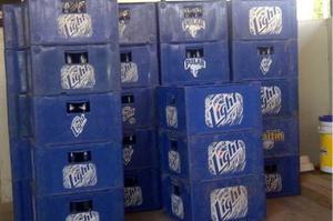 Cajas De Cervezas Vacias Y Con Sus Botellas Polar Light