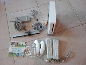 Nintendo Wii + 2 Juegos + 2 Controles + 2 Nunchuck