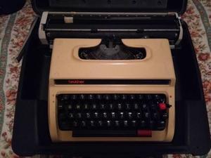 Maquina De Escribir Marca Brother Modelo Deluxe