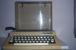 Máquina De Escribir Manual Con Estuche.