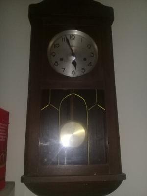 Reloj De Pared Antiguo De Cuerda Con Péndulo