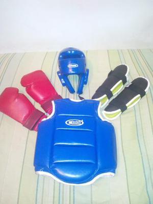 Equipo De Casco Peto Protector Canilleras Y Guantes De Boxeo