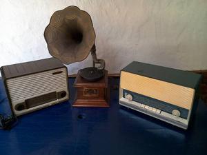 Se Venden Una Vitrola Y Dos Radios Antiguos De Coleccion