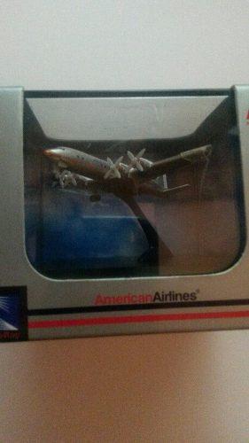 Avión A Escala  Cms. Dc-7 A.a.