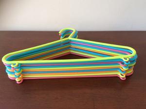 Ganchos Plásticos De Colores Para Ropa De Niños O Niñas