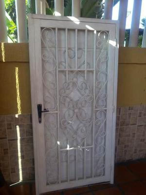Puerta De Hierro Pincipal De Calidad Como Nueva
