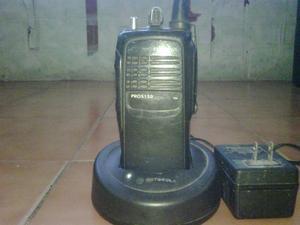 Radio Transmisor Uhf Usado Con Pila Y Un Cargador Motorol