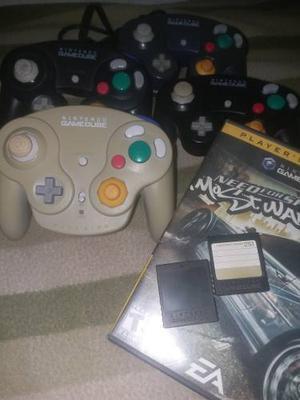Combo Nintendo Game Cube 3 Controles 2 Memorias 1 Juego