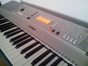 Teclado Yamaha 313 En Su Caja Transformador Y Bandeja