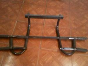 barra de puerta para flexiones y dominadas